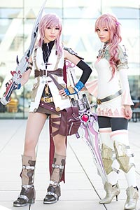 Lightning and Serah Farron from Final Fantasy XIII & Final Fantasy XIII-2