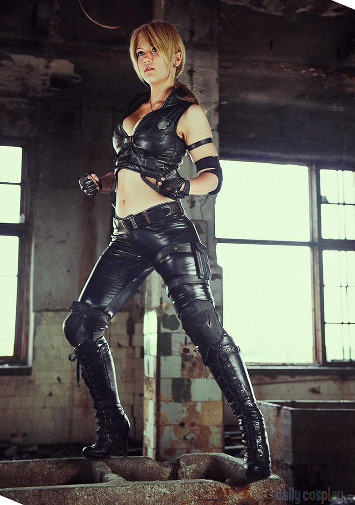 Sonya Blade From Mortal Kombat 9 Daily Cosplay Com