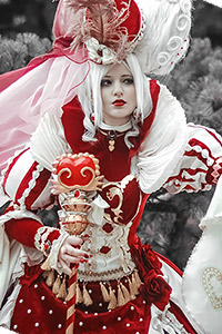 Red Queen from Alice's World by Sakizo