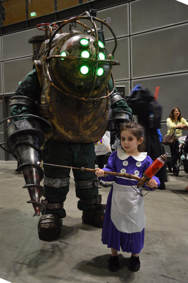 Big Daddy Little Sister From Bioshock Daily Cosplay Com