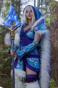 Crystal Maiden from DotA 2